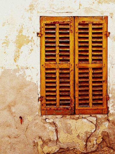 Yellow shutter provence