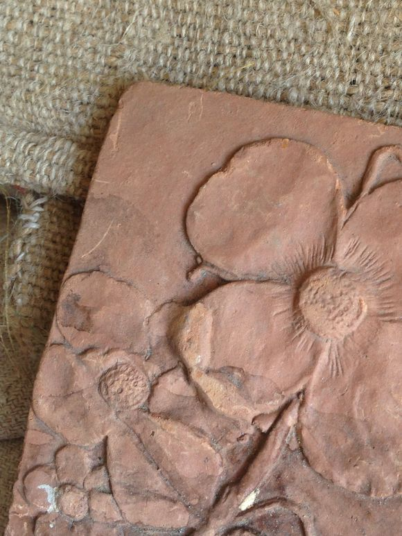 Brocante terra Cotta Floral Piece