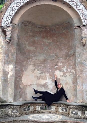 pretend statue in Florence