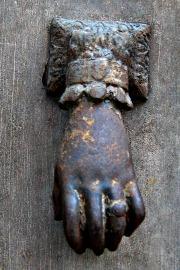Hand knocker