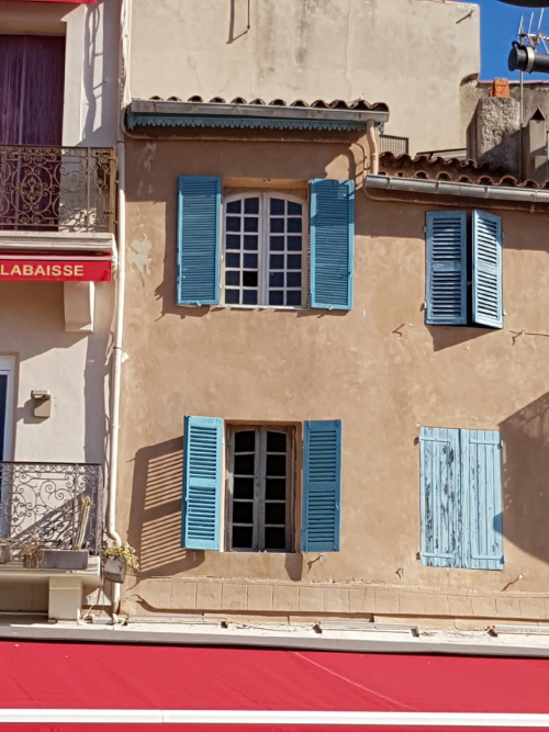 Window cassis