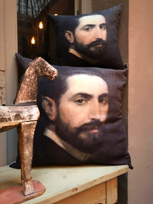 vox populi's pillows, Sacha's doppelganger