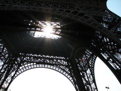 Eiffel_tower_lite_up