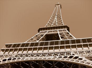 Eiffel_tower_paris_2