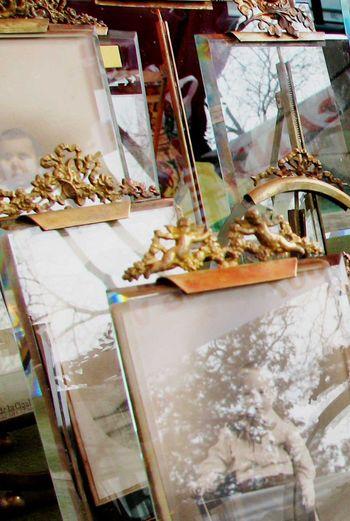 Close_up_antique_frames