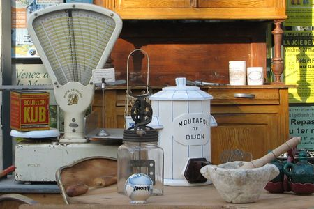 Country_antiques_scale