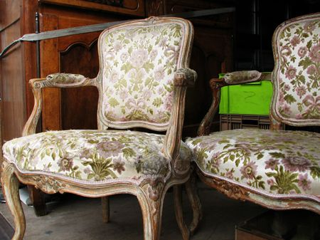 Pair_of_french_antique_armchairs