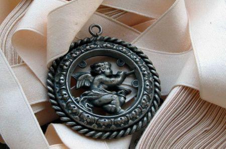 Antiqueangelmedallion