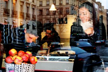Checking_out_the_goods_in_fauchon
